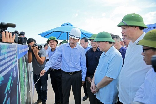 Quang Ninh Calls for Investment Worth Billions of Dollars in 5 Projects in Van Don