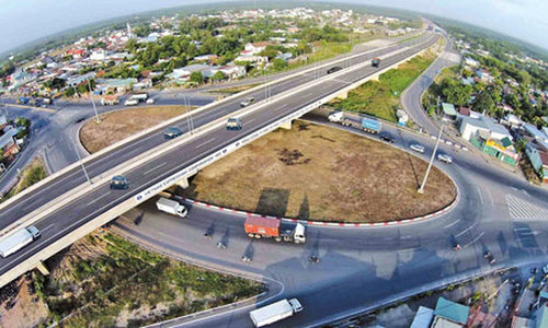 Vietnam to complete eastern section of north-south expressway project by 2021