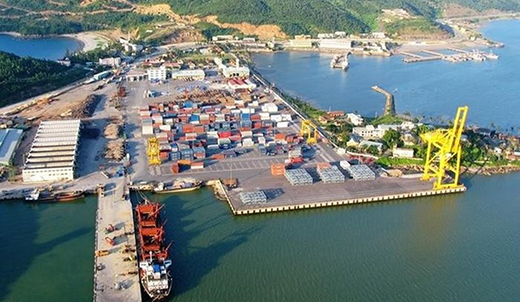 Foreign investors set sights on Vietnam's seaports