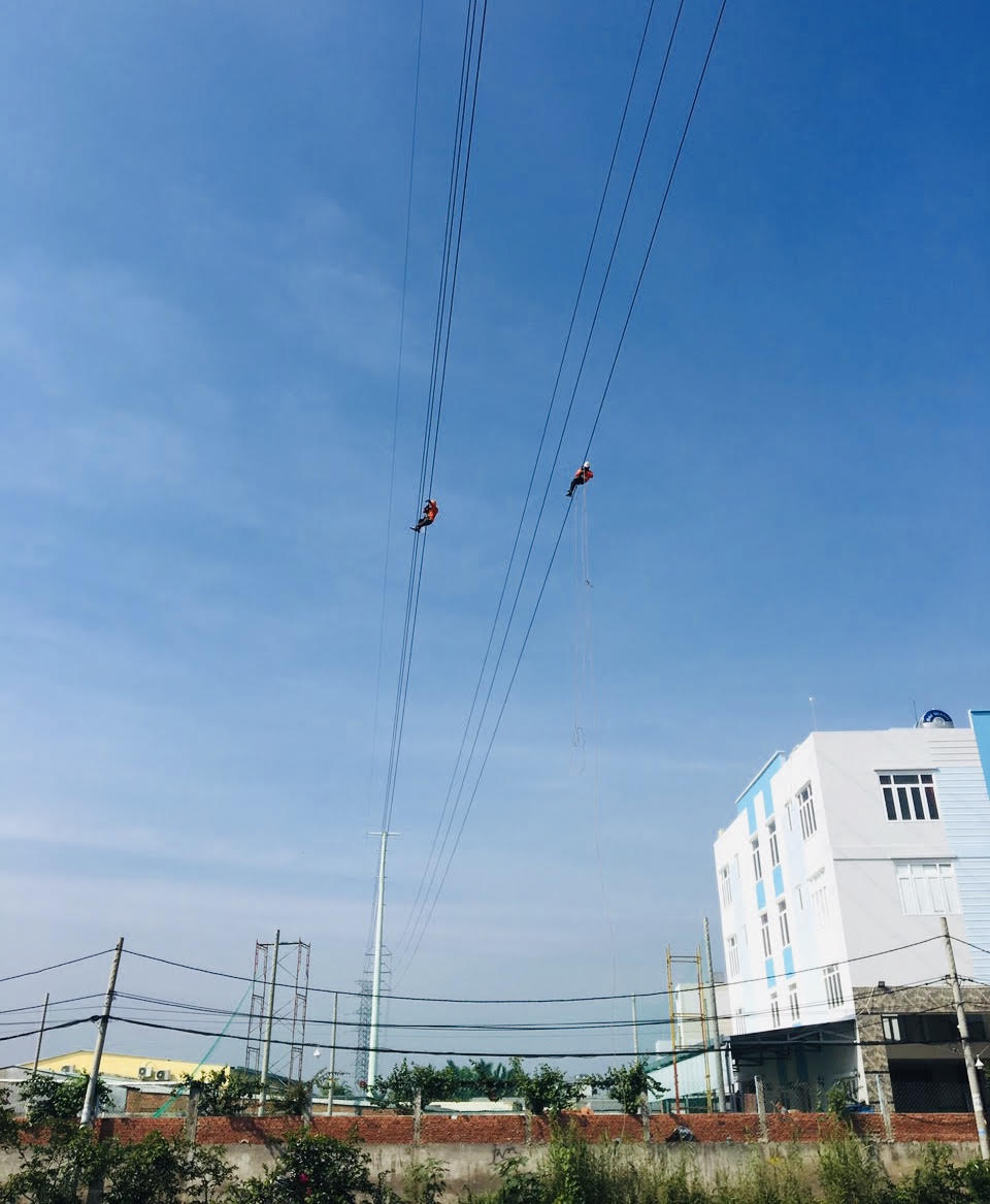 Powering 220 kV Southern Sai Gon - Urban District 8 transmission line