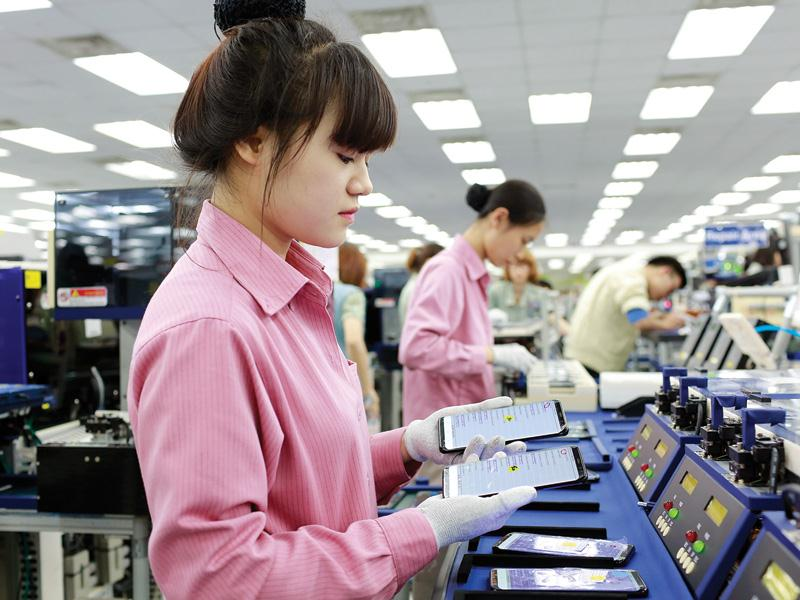 Manufacture of mobile phones at Samsung Thai Nguyen factory - an investor from APEC.